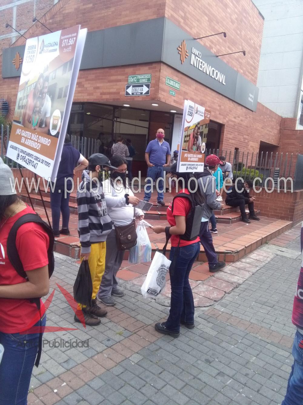 Human Banners en Quito, Publicidad que no se detiene
