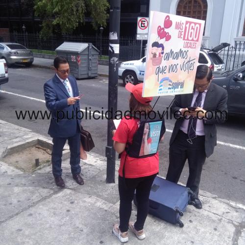mochilas publicitarias, human banners quito3